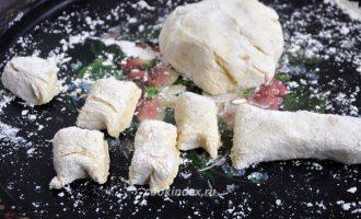 Ленивые вареники с картошкой - режем тесто