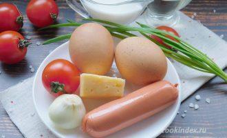омлет на сковороде с молоком и сосисками - ингредиенты