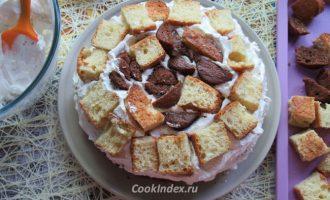 Бисквитный торт со взбитыми сливками