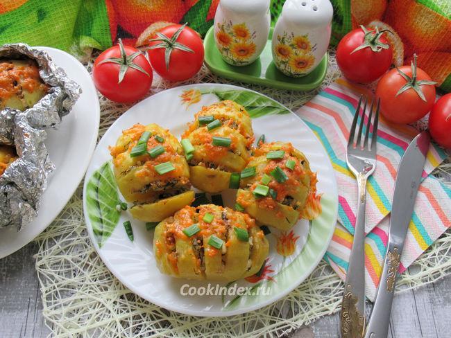 Картошка-гармошка с салом в фольге - рецепт