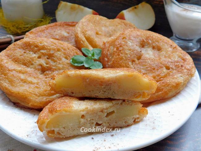 Яблоки в кляре на сковороде - рецепт